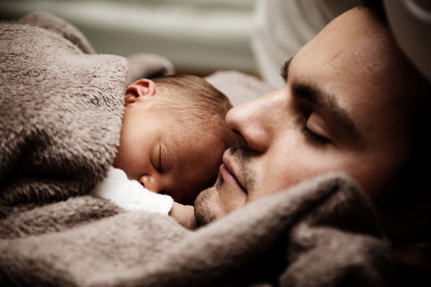 baby and dad sleeping 1